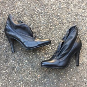 NWOT Report leather booties size 7.5